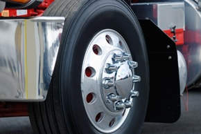 Truck Tire Blowout Crashes: Why They Happen and Who Is at Fault